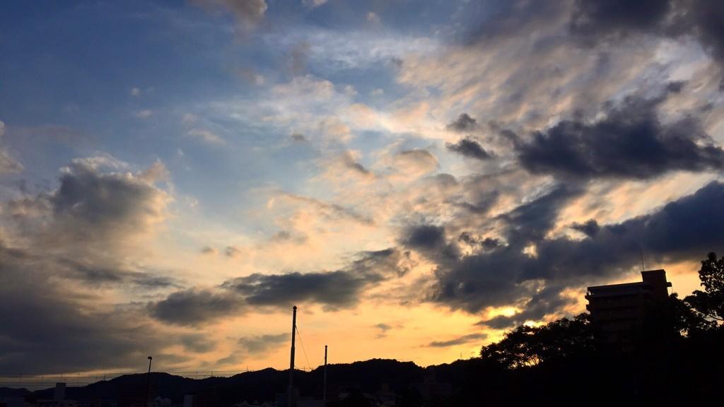 その時の空はこんな感じの色でした。なんとも美しい日本の景色。