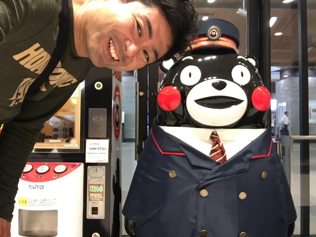 熊本駅にてくまもんとツーショット写真!
