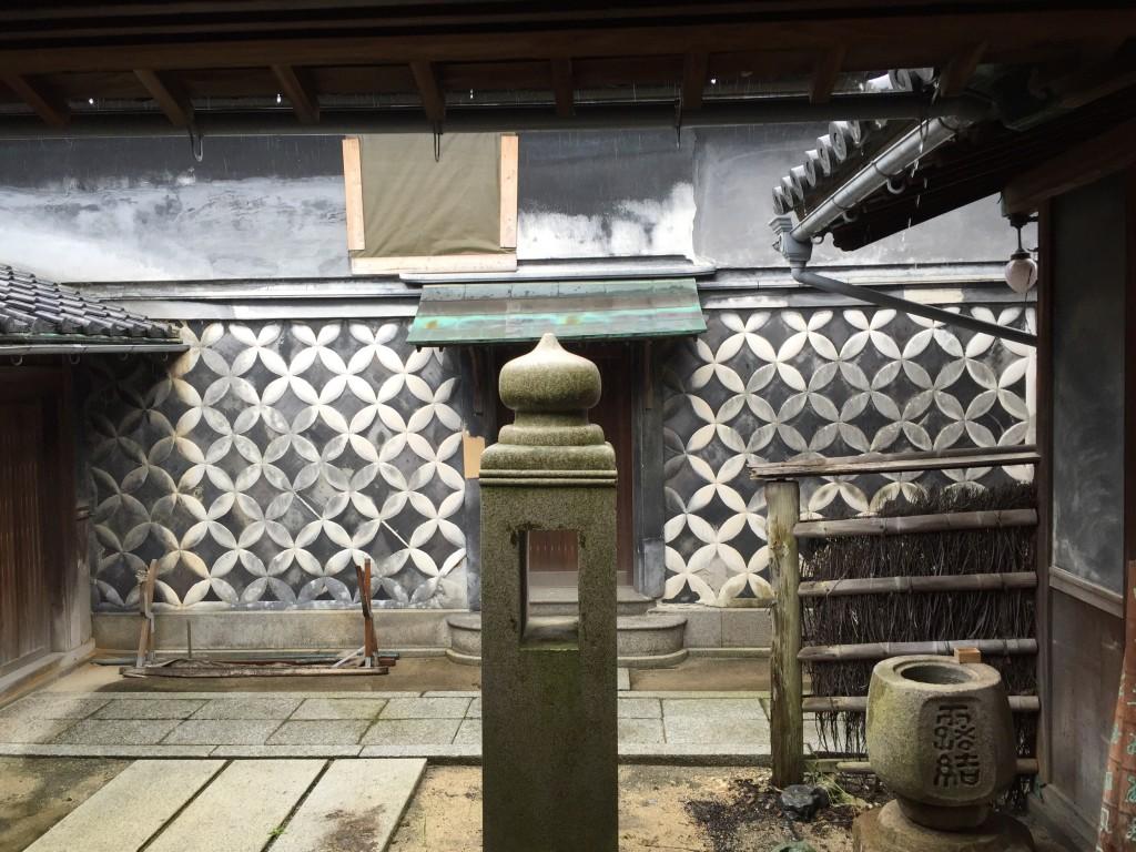 玄関口を一枚。なんとなく塩で栄えた感があるのは、倉敷を思い出すからでしょうか。