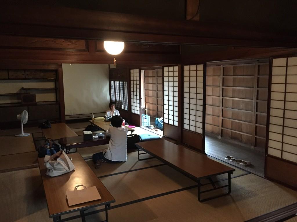 セミナー会場である和室。畳とほこりのかすかなにおいがとてもノスタルジーでいい雰囲気。
