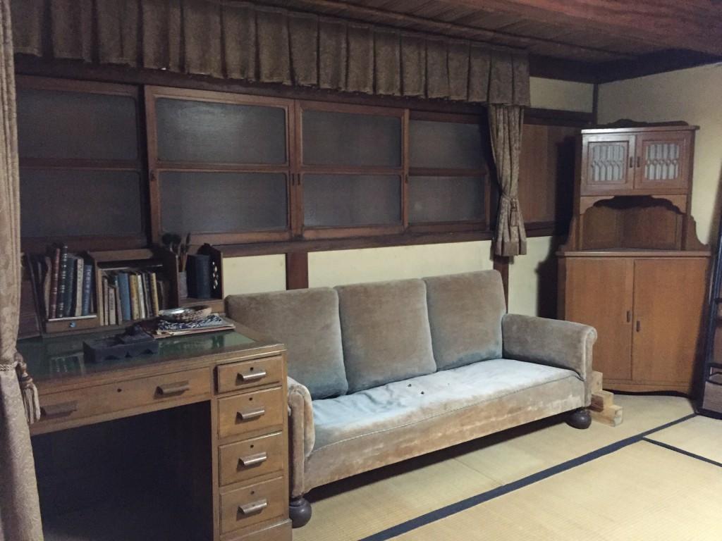 二階の書斎スペース。ここでのんびり本を読みたい。もうセミナーなんてしなくてもいい。そう思いませんか?