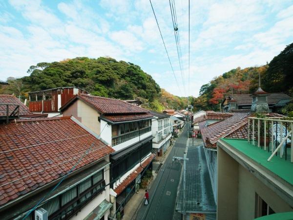 なんとも美しい温泉津温泉の街並み。写真は薬師湯公式ページからお借りしております。